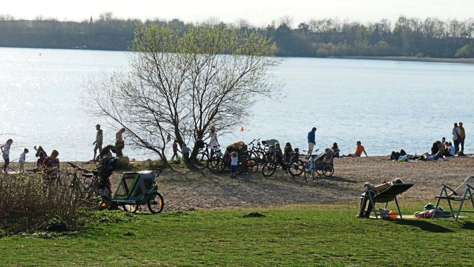 So wie auf diesem Bild, aufgenommen am 18. März, könnte es am Wochenende wieder am Epplesee in Rheinstetten aussehen. Die Stadt hat das Ende März erlassene Verweilverbot aufgehoben.