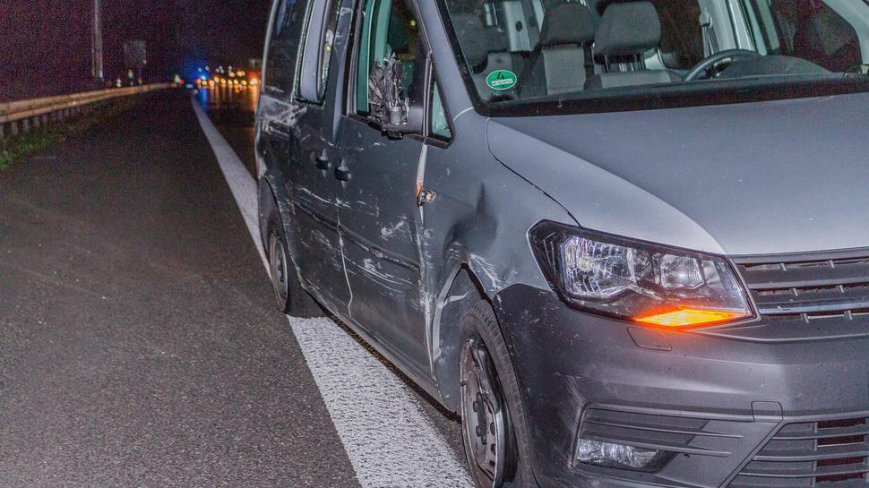 Am VW Caddy entstand ein vergleichsweise geringer Schaden.