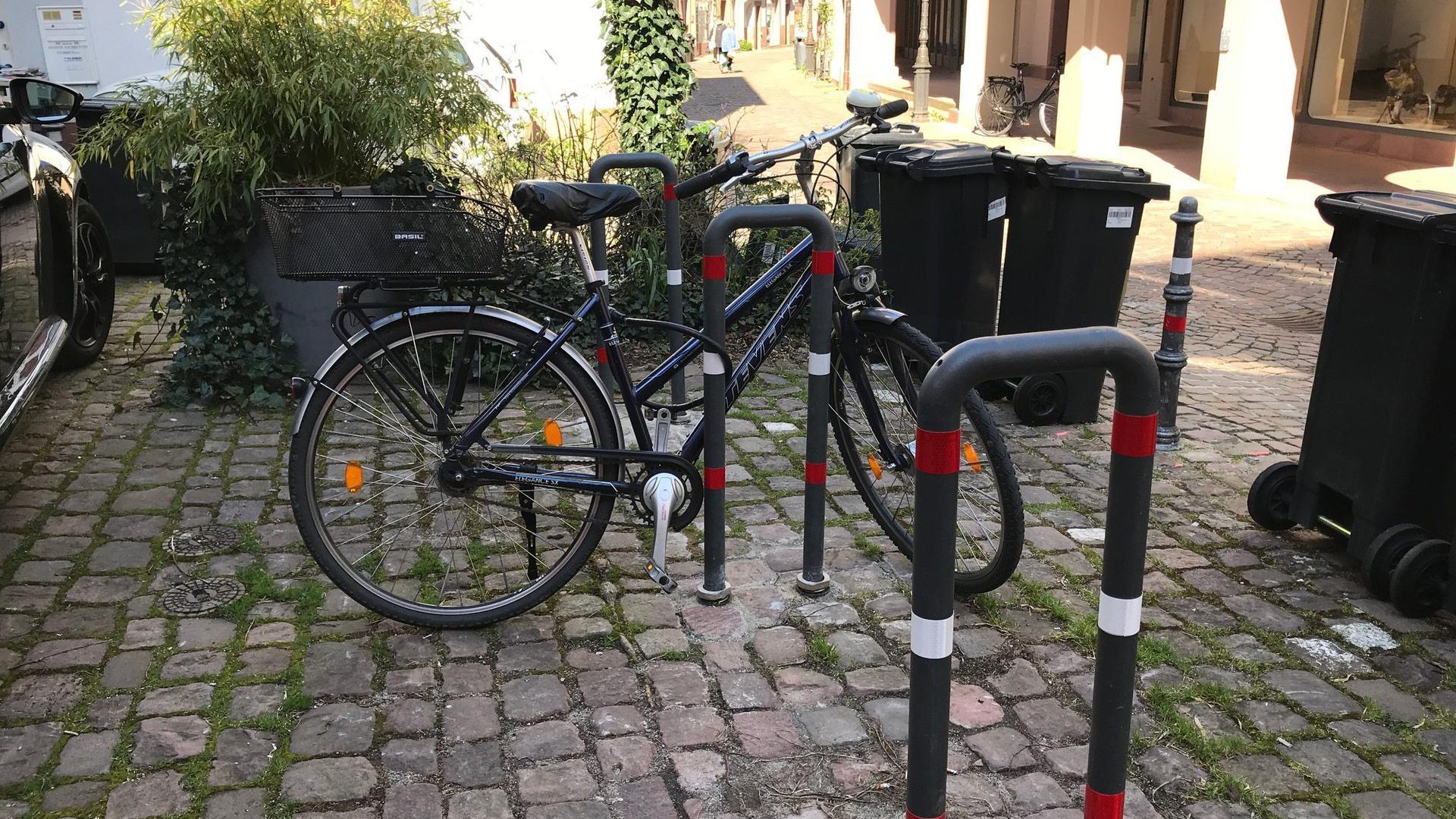 Neue Fahrradabstellplätze gibt es in der Ettlinger Innenstadt, hier an der Ecke Martinsgasse/Entengasse.