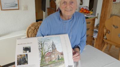 Hildegard Ried mit Kalender