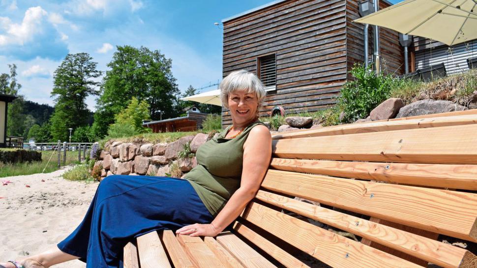 """Ihr """"Schwarzwaldstrand"""" ist gut besucht: Lucie Moormann ist bislang zufrieden mit dem Besucheraufkommen in ihren Ferienwohnungen."""