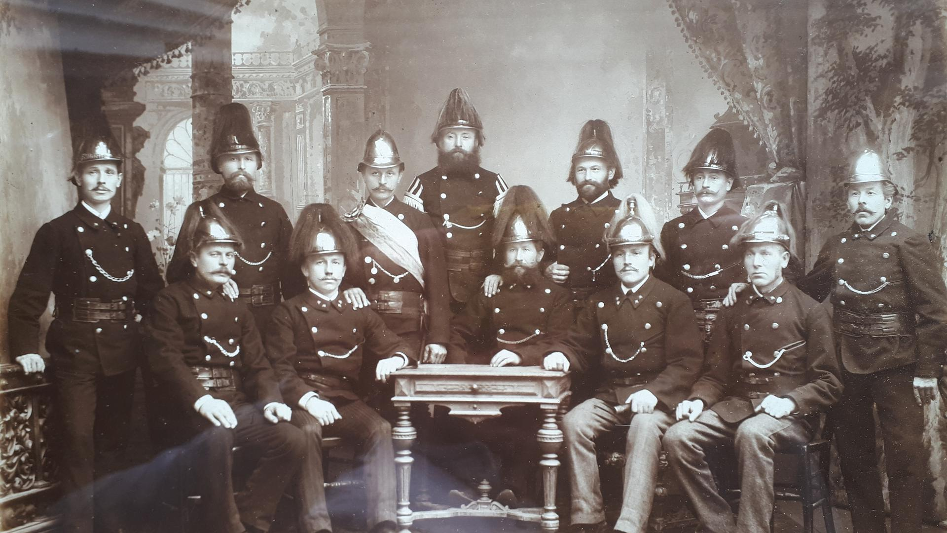 Die Kameradschaft im Jahr 1925: Mitglieder des Freiwilligen Feuerwehr-Korps Malsch posieren für ein Foto.
