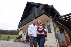 Wirte mit Herzblut: Dietmar und Christine Karstens sind seit 14 Jahren Pächter des Rimmelsbacher Hofs. Ihr Vertrag läuft noch sechs Jahre. Eventuell könnte aber schon früher ein neuer Pächter oder Eigentümer  das Haus übernehmen.