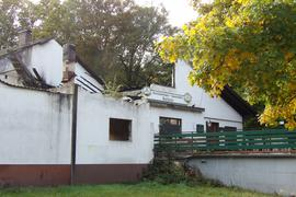 Durch Brand zerstörtes Gebäude