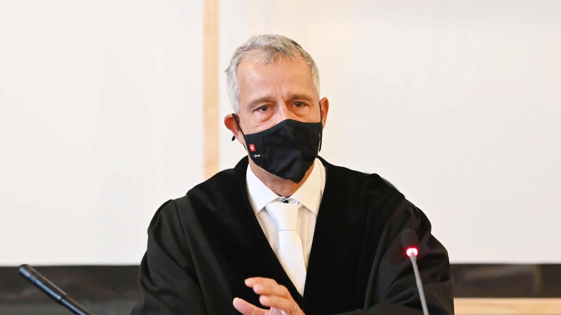 Der Vorsitzende Richter Fernando Sanchez-Hermosilla eröffnet den Prozess.