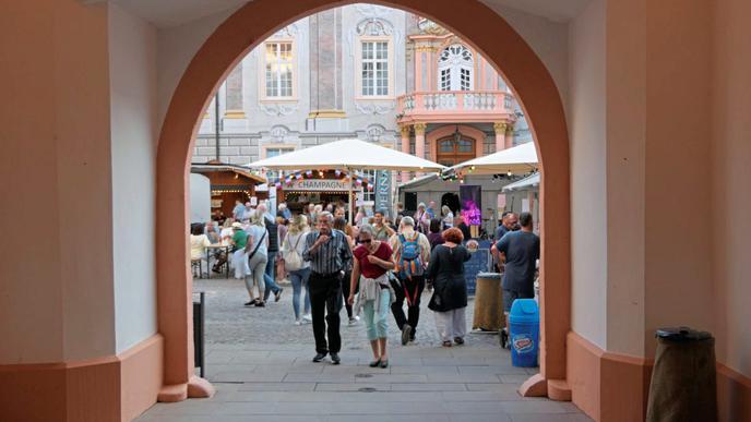 Der Ettlinger Schlosshof steht ganz im Zeichen der Partnerstadt.