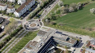 Luftbild Gebäude und Wiese