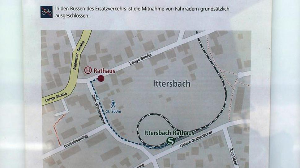 """Info über die provisorische Haltestelle Ittersbach Rathaus. Das Papier ist """"gut"""" im Schaukasten der Haltestelle versteckt."""
