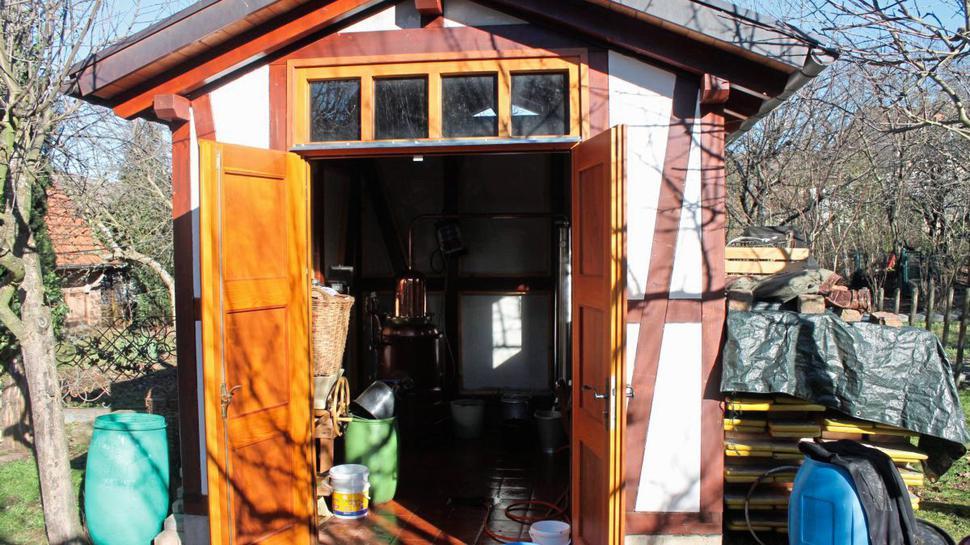 Extra gebaut wurde die Brennhütte im Garten des Heimatvereins.