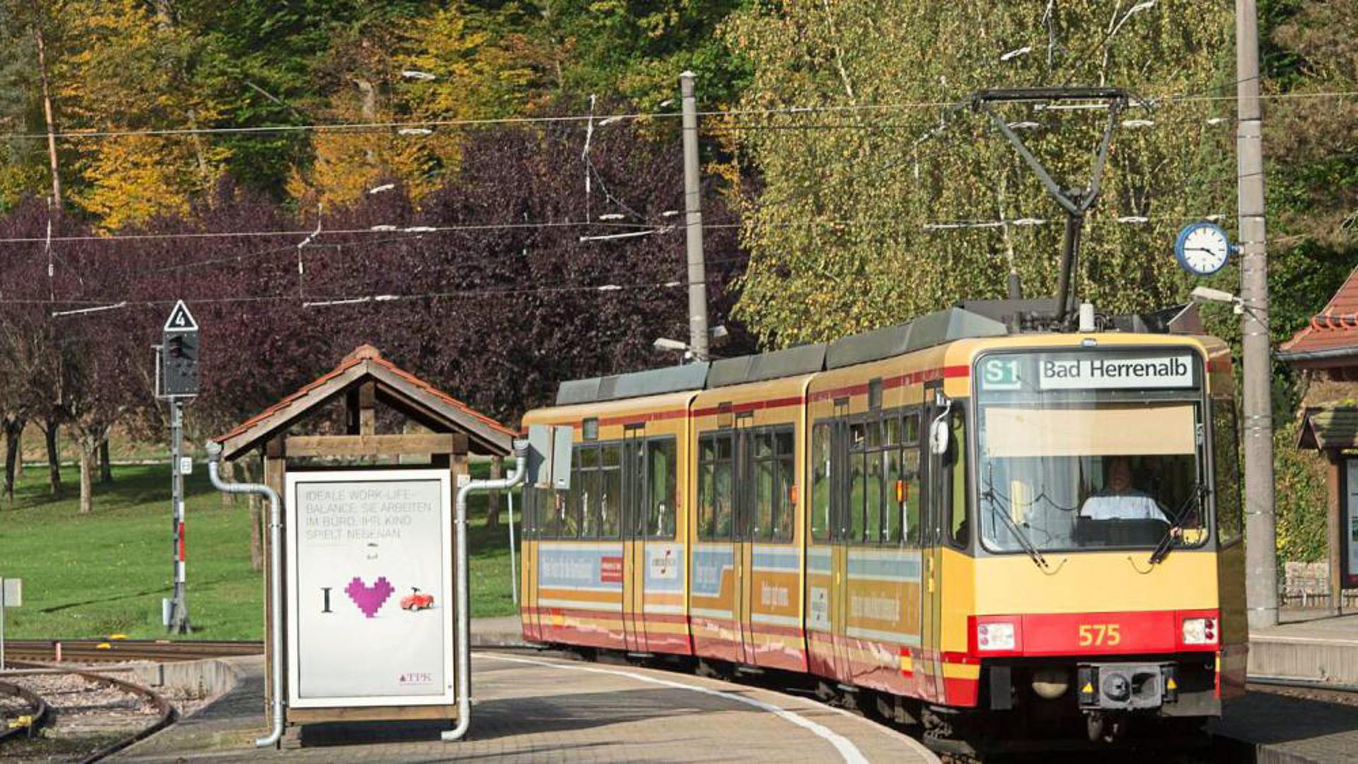 Der Ursprung der Albtal- und Verkehrs-Gesellschaft (AVG) ist die Strecke zwischen Bad Herrenalb und Ettlingen. Die Gleise liegen in zwei Landreisen.