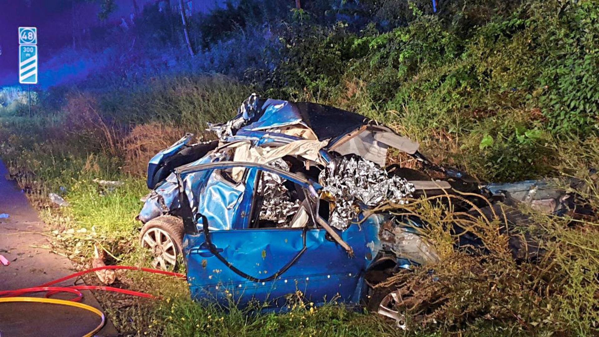 Zwei Personen wurden bei dem Unfall schwer verletzt,