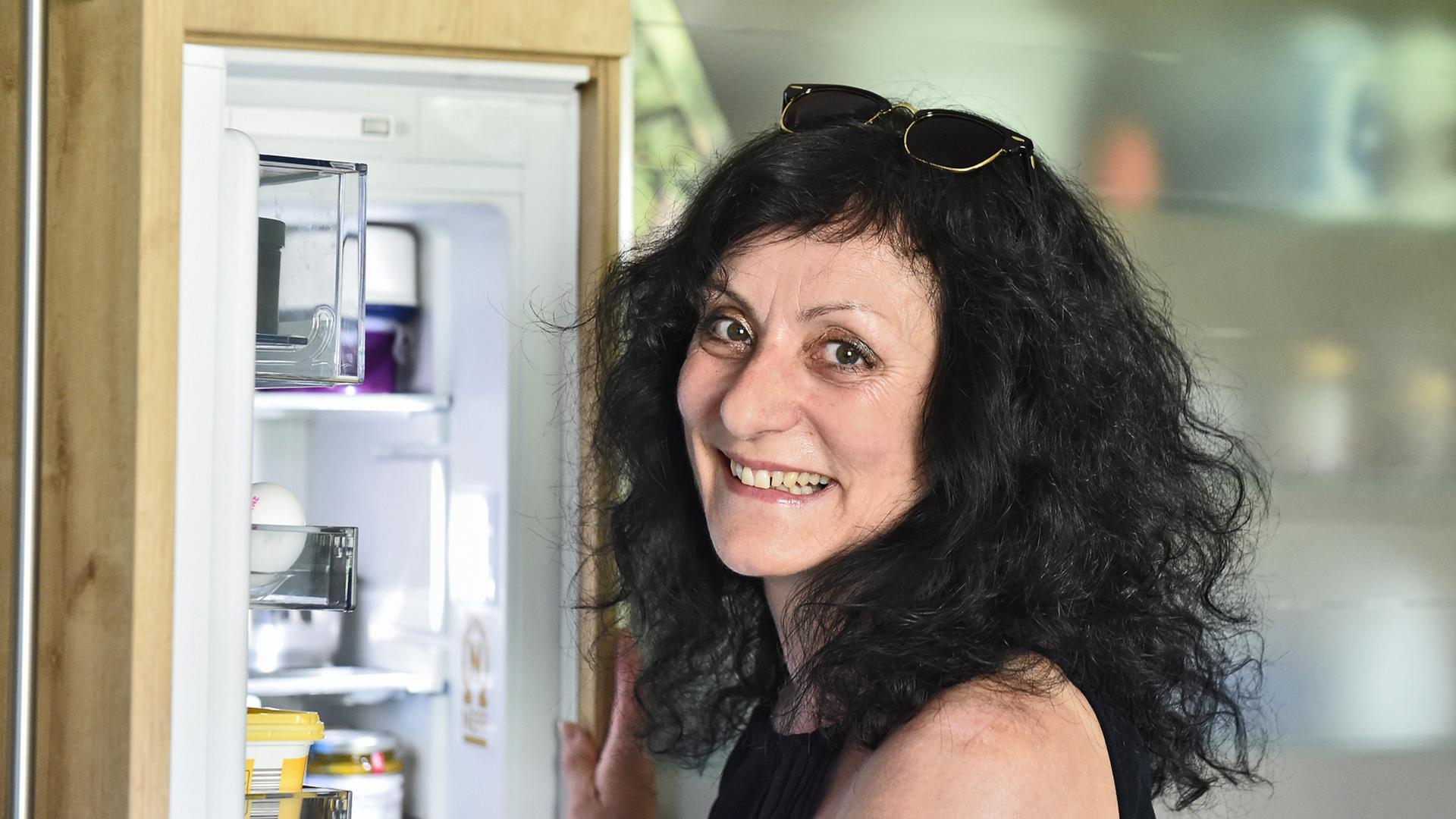 Buschenbacherin Kühlschrank Frau