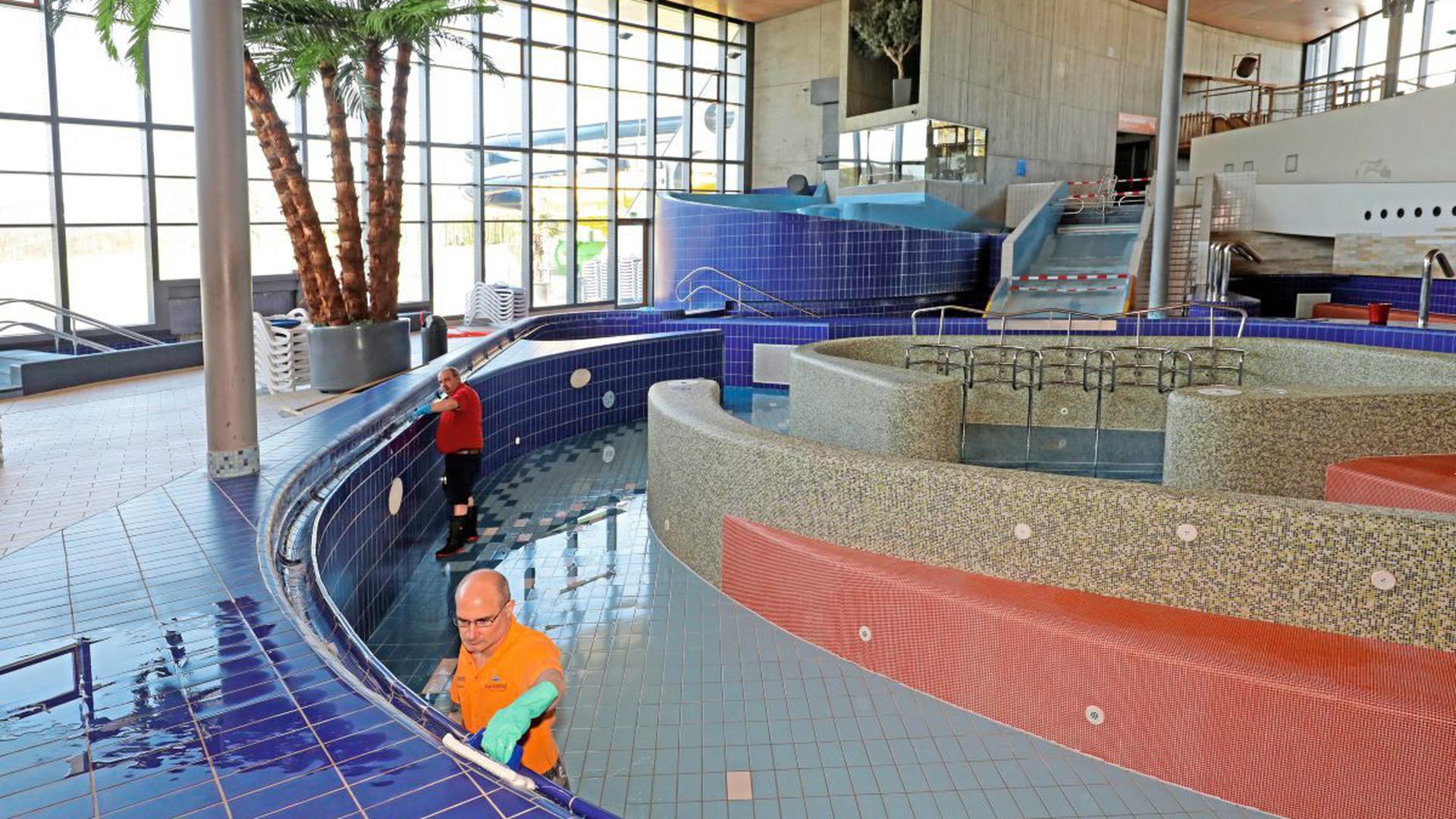 Alle Becken des Karlsruher Europabads sind derzeit leer – zum ersten Mal seit dem Bau.