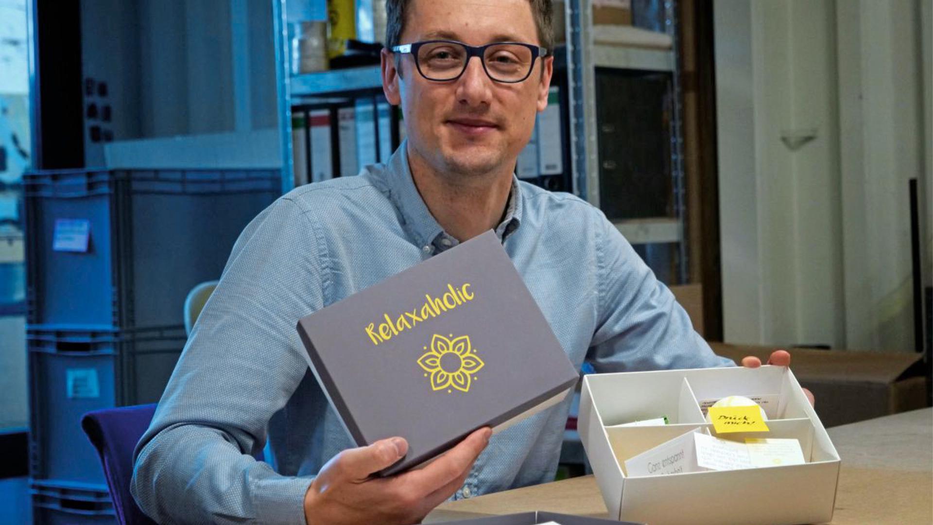 Eine Kiste zum Kraft tanken hat Fabian Krüger mit seinem Konzept Relaxaholic entwickelt. Damit verbunden ist ein Online-Portal, das Arbeitnehmer anleitet, Strategien für das ganz persönliche Gesundheitsmanagement zu entwickeln.