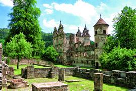 Eindrucksvolle Mauern: In der Klosterruine Hirsau sind Relikte unterschiedlicher Baustile zu finden. Neben der romanischen Basilika gibt es einen gotischen Kreuzgang und die spätgotische Marienkapelle.