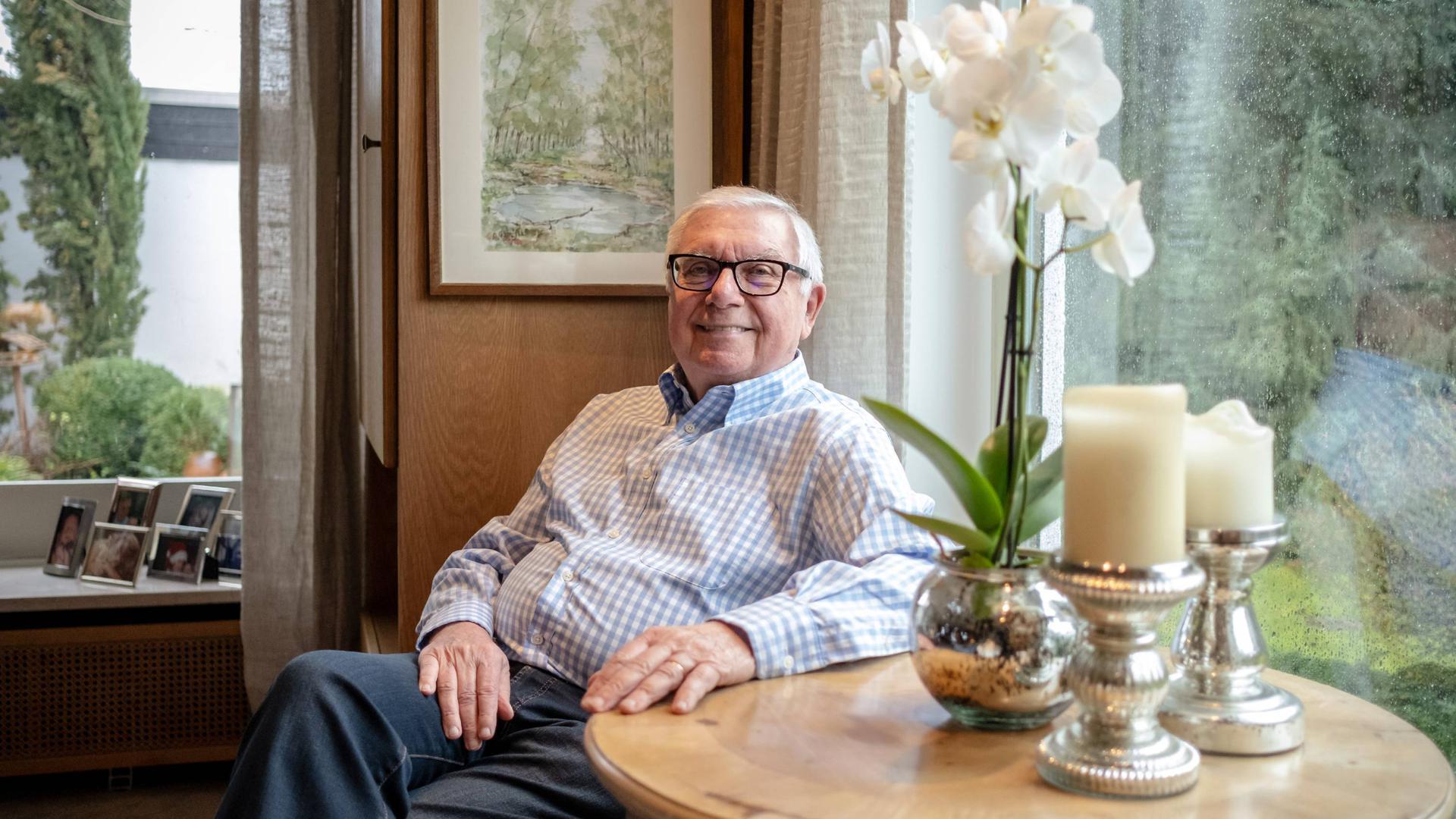 Roland Schmider (Ex KSC Vizepraesident) Homestory zum bevorstehenden 80 igen Geburtstag. Zu Hause Karlsruhe Moosweg 10. GES/ Fussball/ Roland Schmider (KSC) Portrait 10.03.2020 --