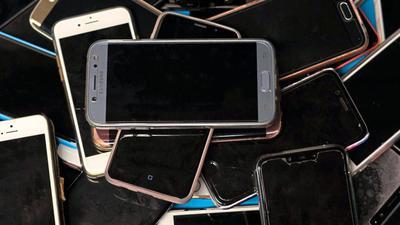 Handysucht ist ein Thema, das mittlerweile jeden etwas angeht. Ärzte und Psychologen warnen vor den gesundheitlichen Risiken der Smartphones.