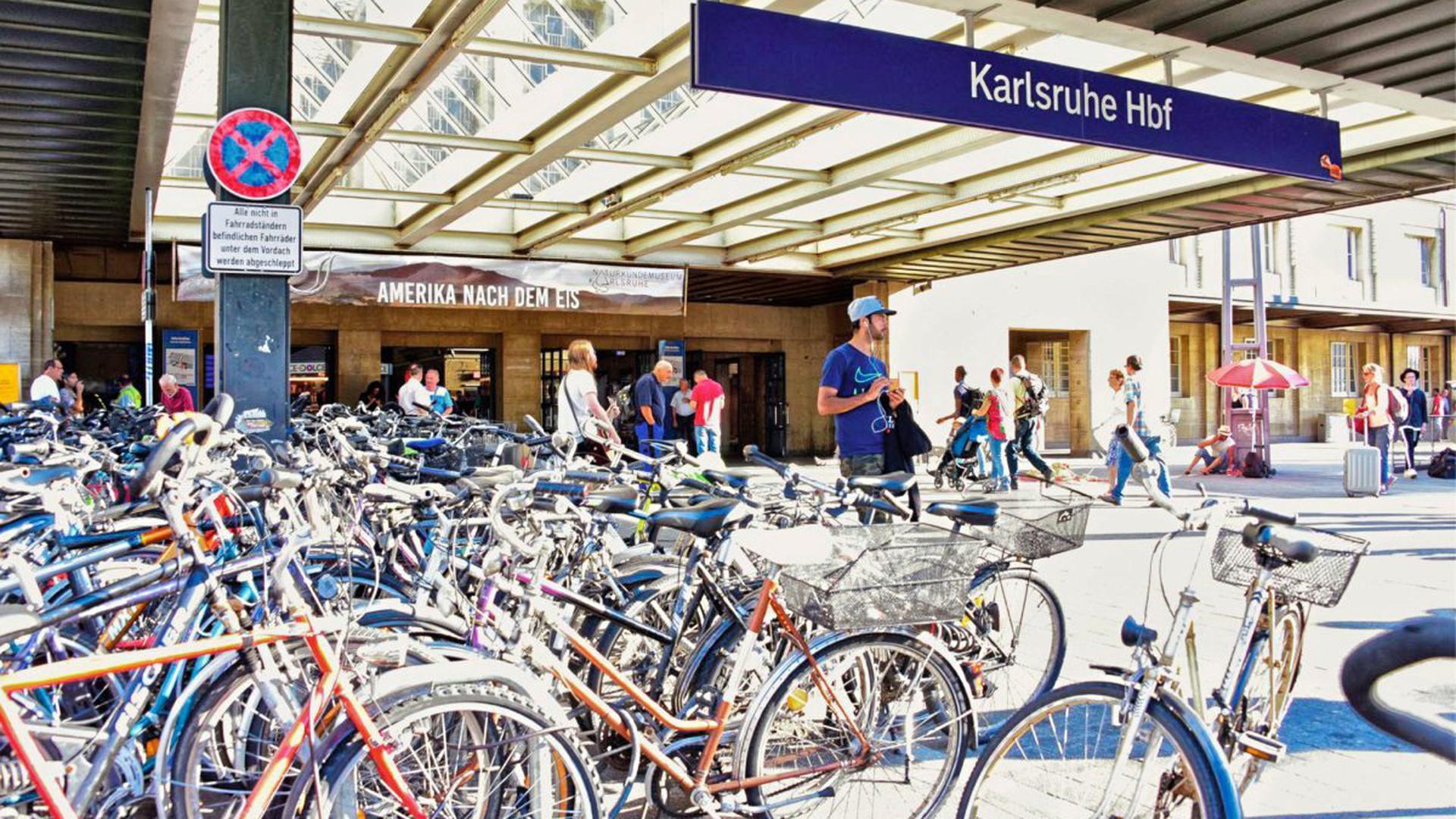 Fahrräder am Karlsruher Hauptbahnhof