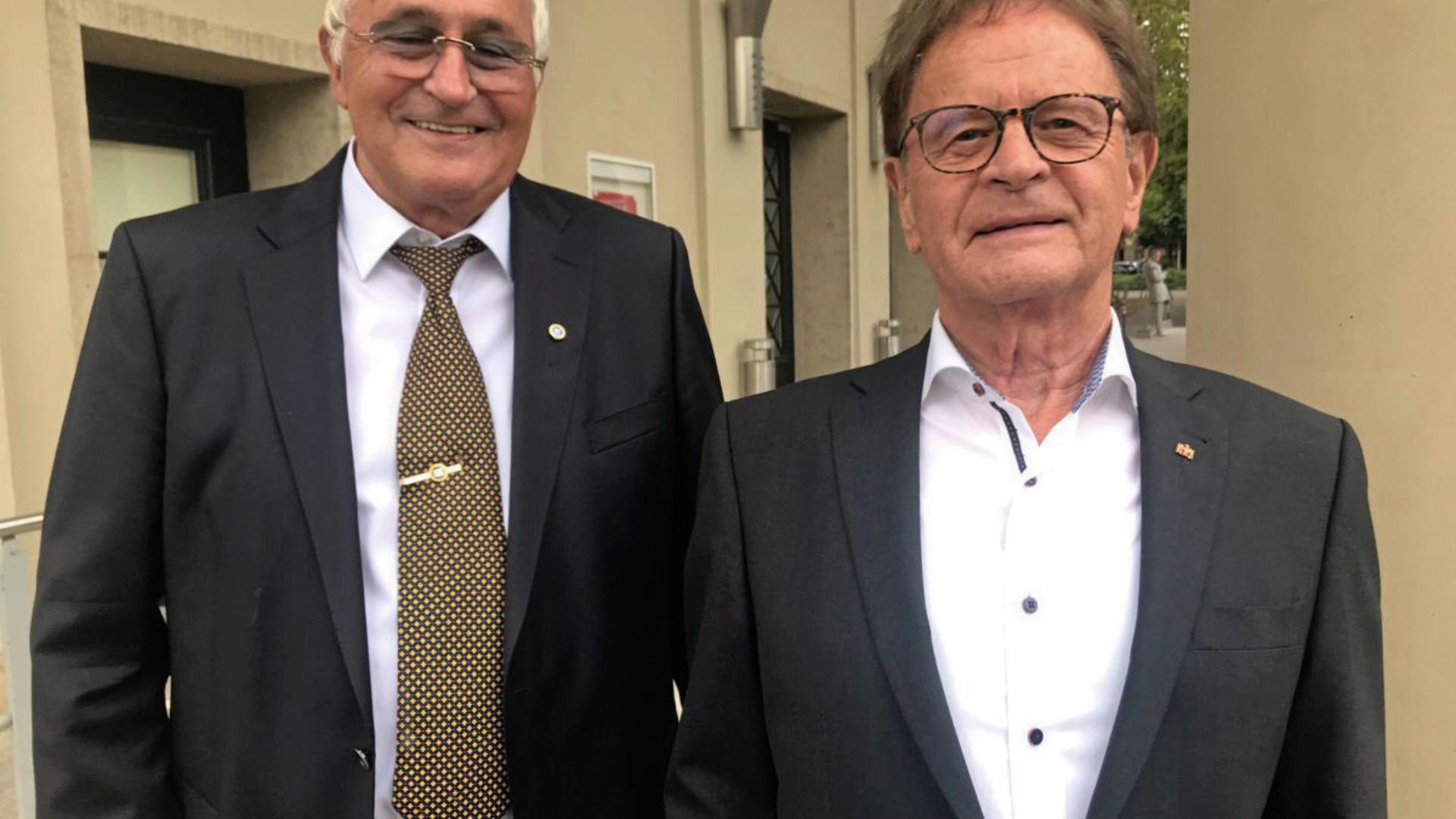 Heinz Werner und Uli Lange, ehemaliger Vize-Präsident, vor dem Konzerthaus.