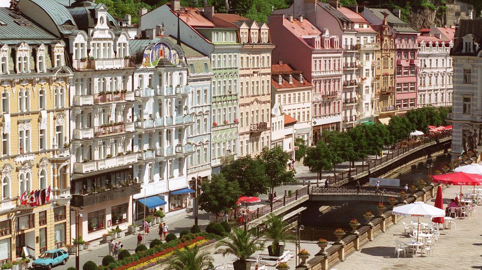 Blick auf die Vrideni, eine der Hauptstraßen von Karlsbad.
