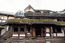 """Ausgebrannt ist das renommierte Drei-Sterne-Restaurant """"Schwarzwaldstube"""" im Baiersbronner Hotel Traube Tonbach. Es gab keine Verletzten, nach ersten Schätzungen liegt der Schaden im Millionenbereich."""