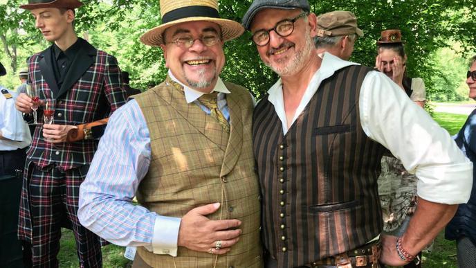 """Peter von Heim (links) rief das Nordbadische """"Steampunk""""-Picknick 2014 ins Leben. Seit zwei Jahren ist Michael Etzel (rechts) der Organisator."""