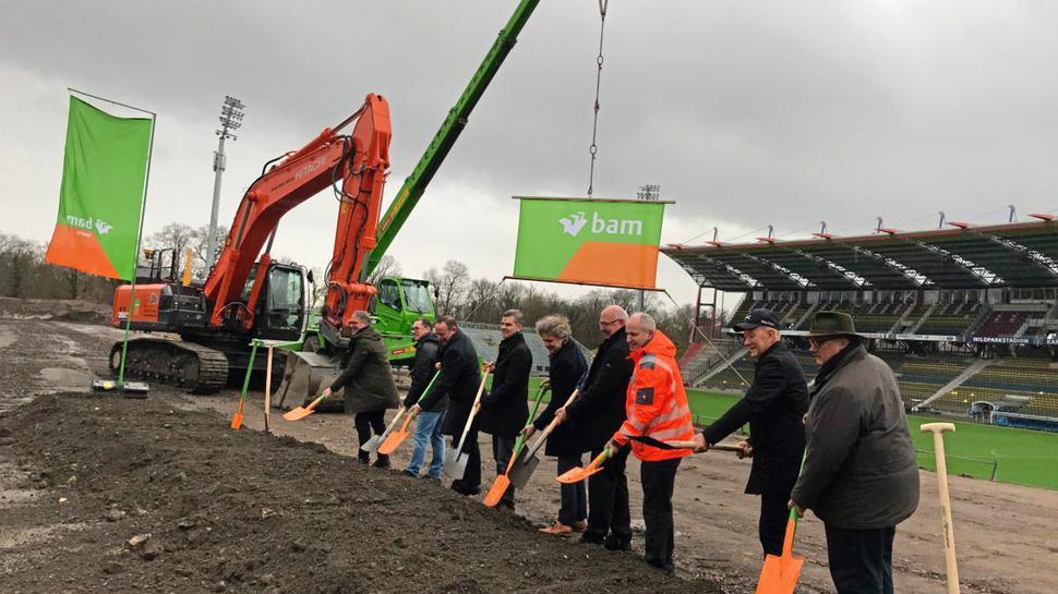 Spatenstich für die Neubauphase im Wildparkstadionneubau.