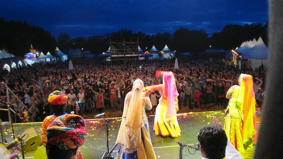 Mitmachen ist angesagt, wenn die verschiedenen Gruppen das Publikum mit ihrem Bühnenprogramm begeistern.
