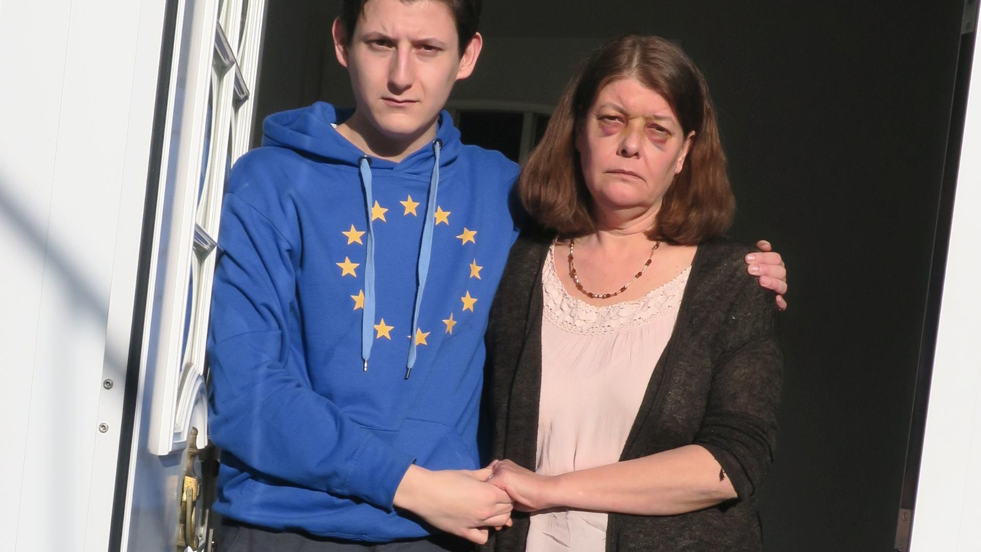 Tätlich angegriffen wurde der Rheinstettener SPD-Vorsitzende Nikolas Karanikolas und seine Mutter in ihrem Haus in Mörsch.