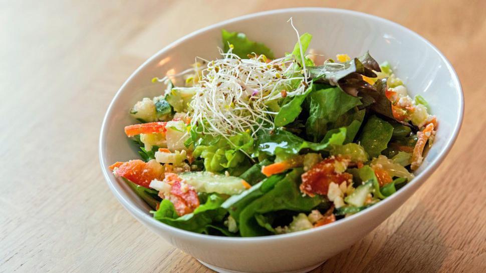 Die gesunde Alternative im Vergleich zu vielen fetthaltigen Kantinenessen: Salat.