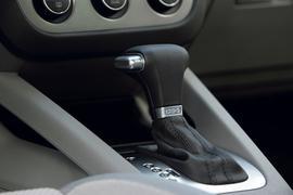 P, R, N und D statt 1 bis 6: Automatik-Getriebe sind auf dem Vormarsch. Auch Fahrschulen setzen zunehmend solche Fahrzeuge in der Ausbildung ein.