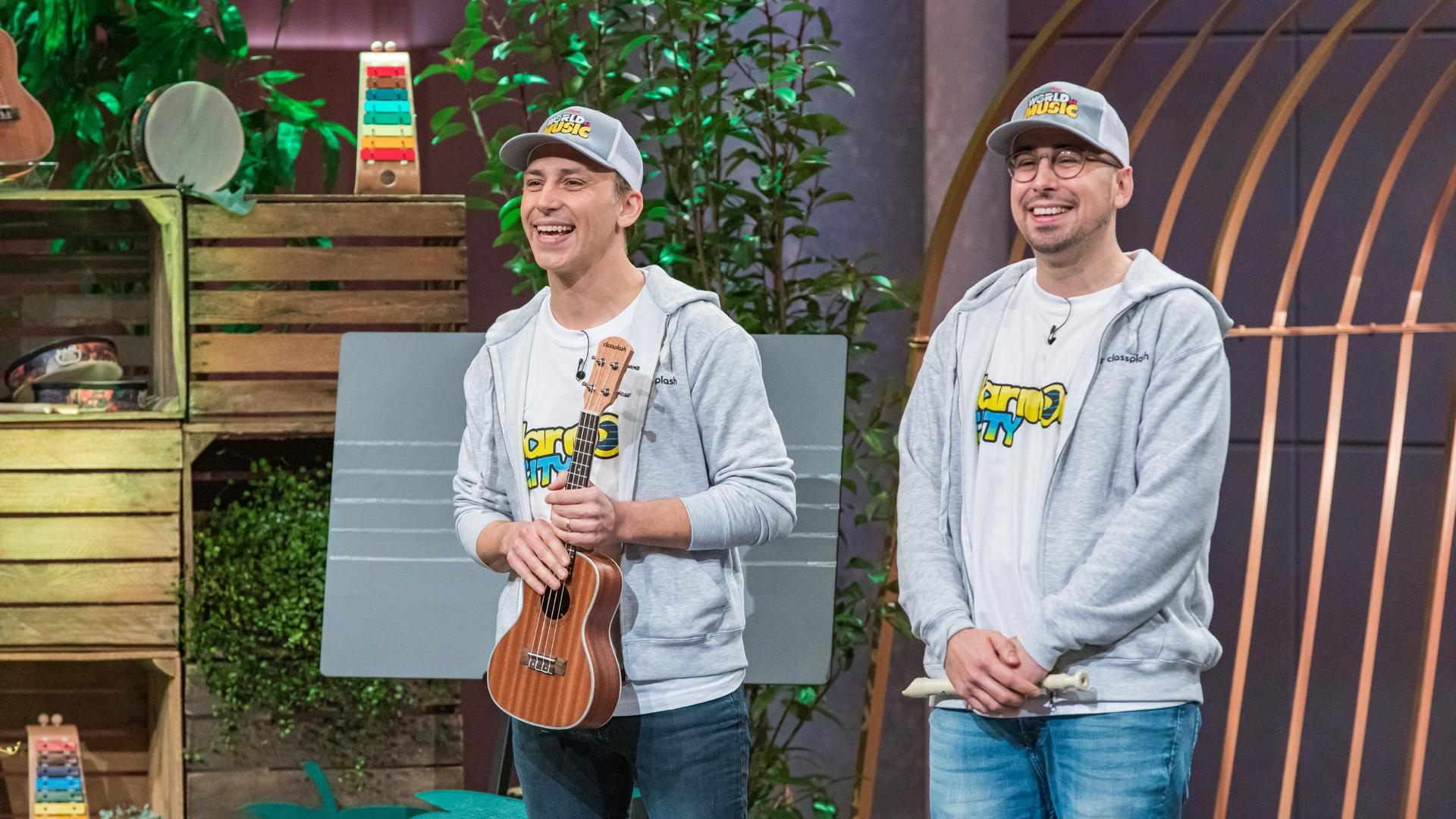 Zwei Männer mit Caps