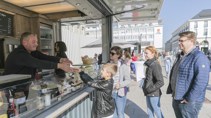 Ein Nutella-Crêpes: Am Verkaufsstand La Crepería Hoffmann läuft das Geschäft gut.