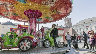 Kinderkarussell auf dem Marktplatz