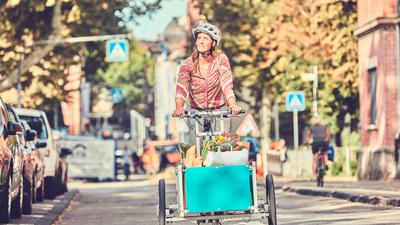 Mit Lastenfahrrädern (auch Cargobikes genannt) lassen sich auch schwere und sperrige Dinge transportieren – beispielsweise der wöchentliche Einkauf.
