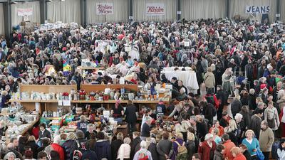 Schnäppchenjagd: Der Pfennigbasar hat in Stadt und Region eine riesige Fangemeinde. Der Publikumsmagnet zieht traditionell im Januar die Massen in die Schwarzwaldhalle.