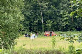 Nach einem schweren Verkehrsunfall wurde die B293 voll gesperrt.