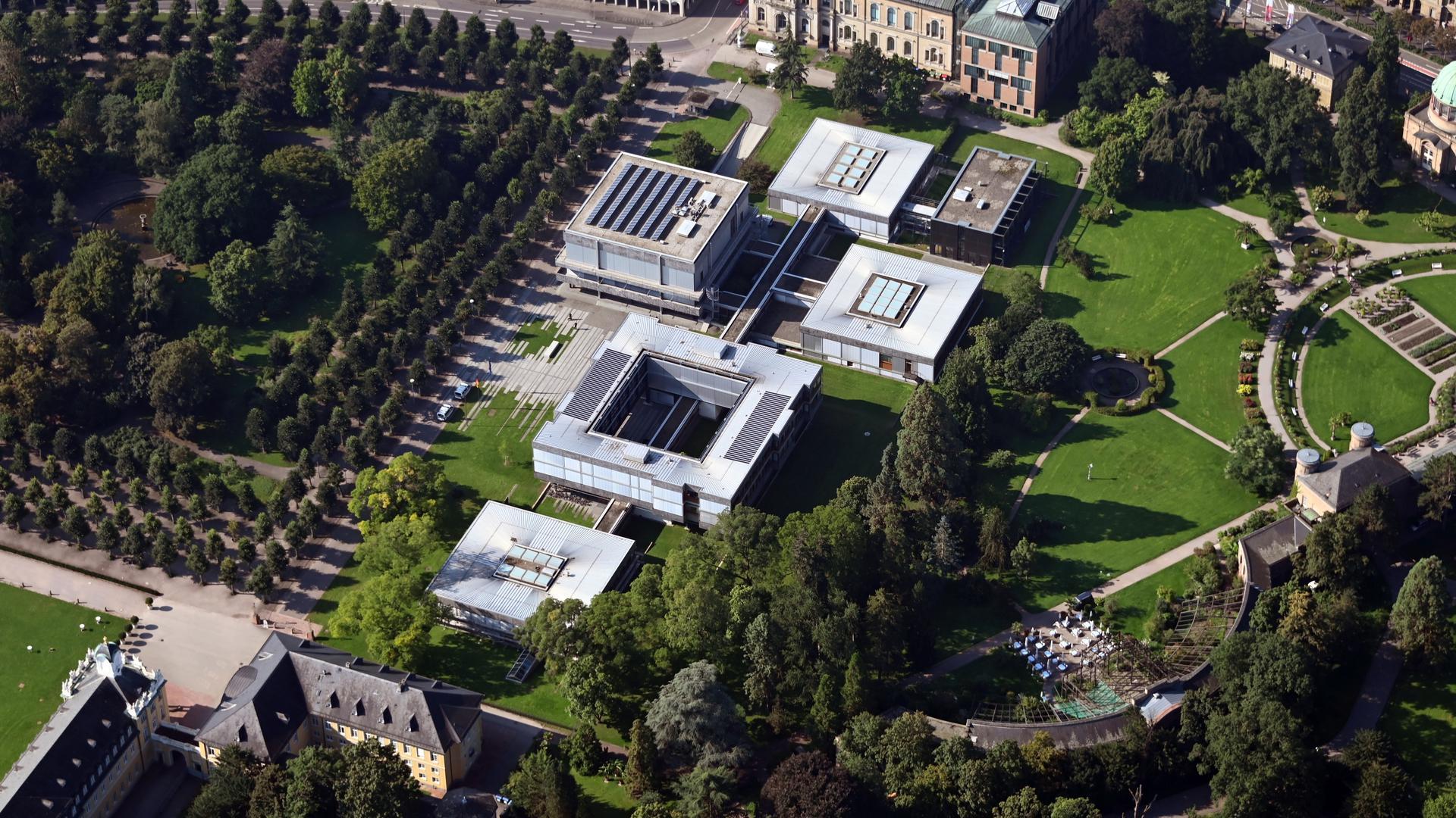 Als das Prinz-Max-Palais zu klein wurde, zog das Bundesverfassungsgericht an den Rand des Karlsruher Schlossgartens, in das Gebäudeensemble des Architekten Paul Baumgarten.