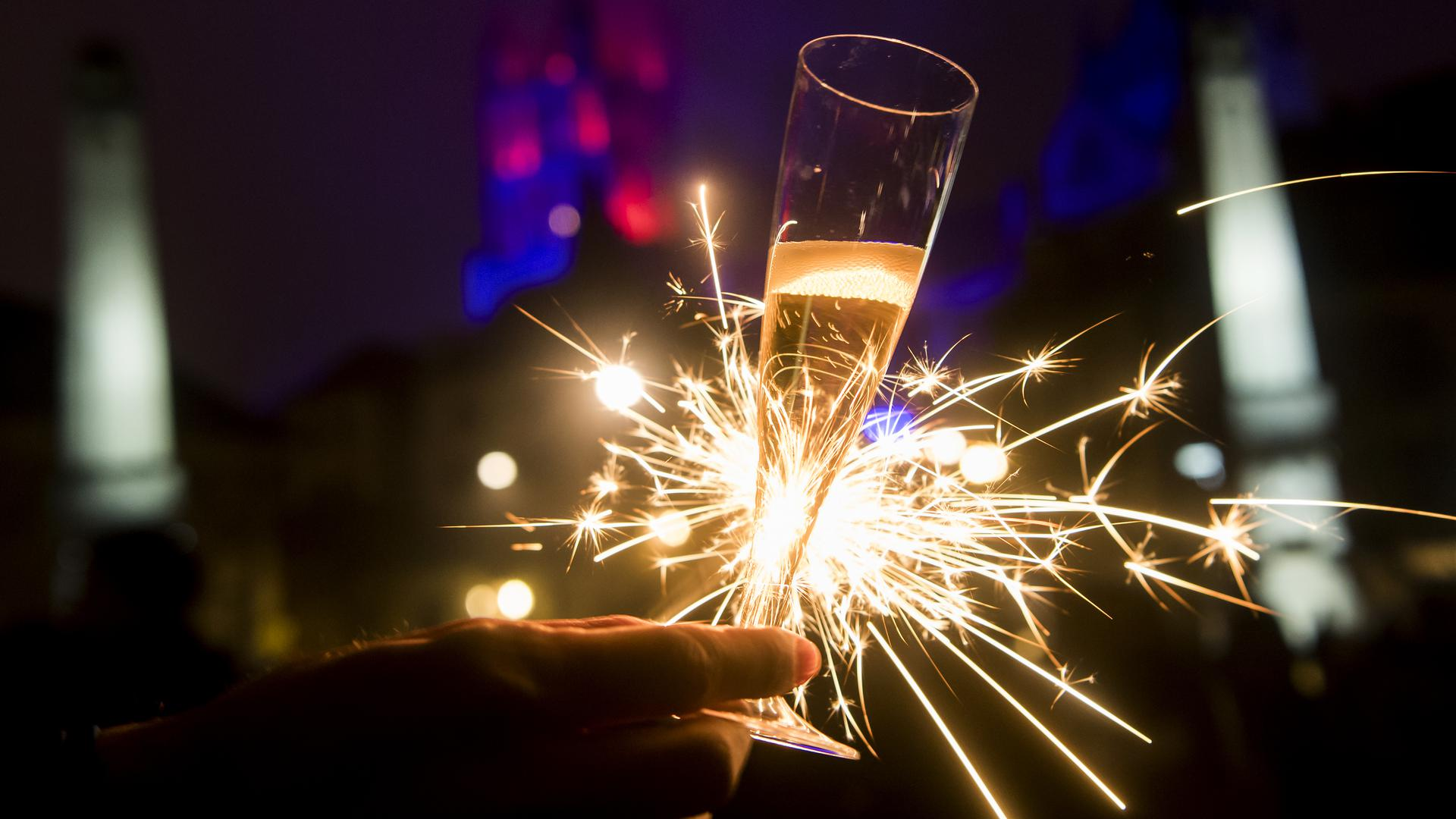 "Singles in Baden-Württemberg droht an Silvester nun doch kein ""Dinner for one""."