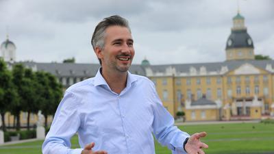 Alexander Loth vor dem Karlsruher Schloss