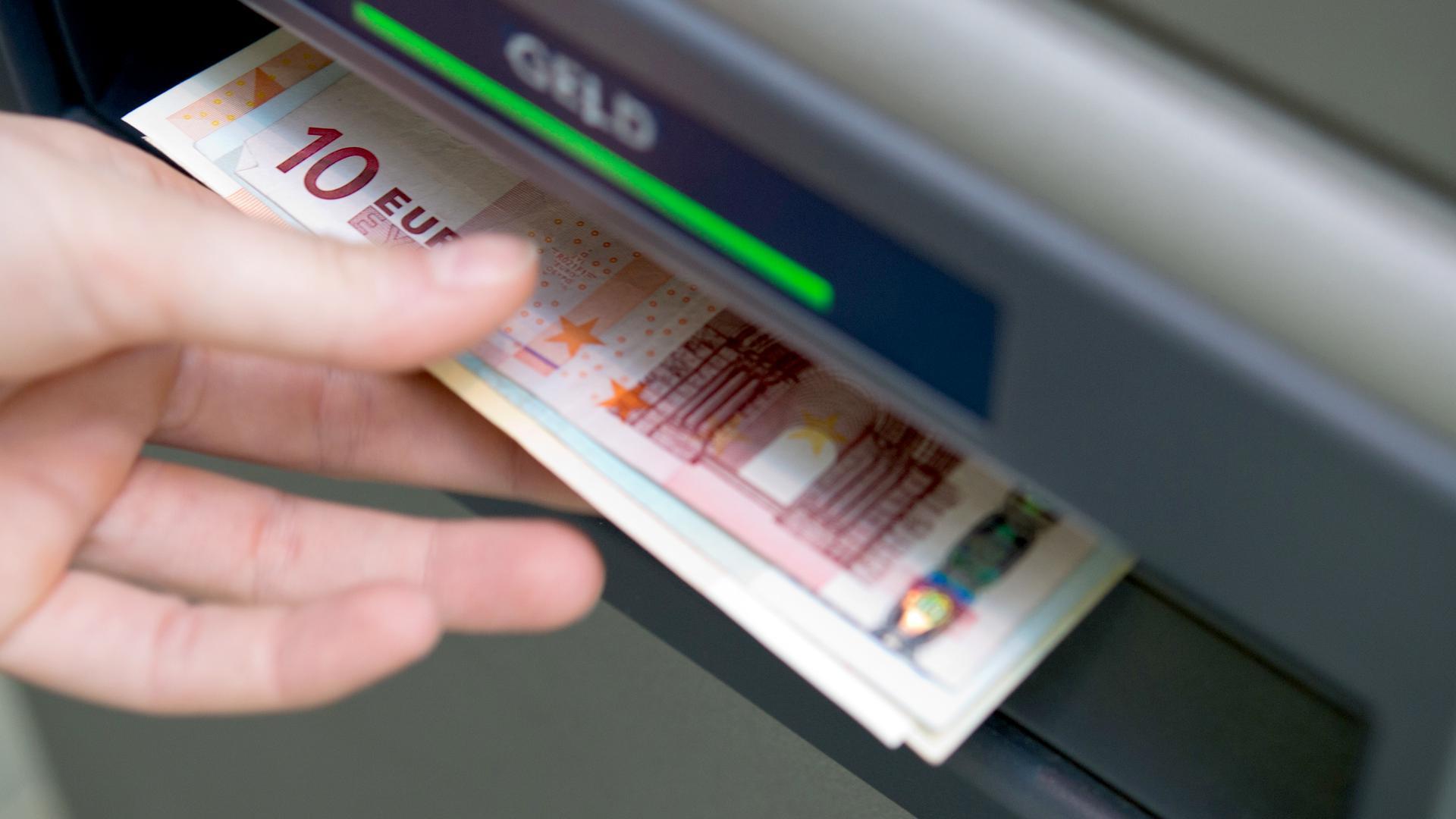 Geld aus dem Geldautomat