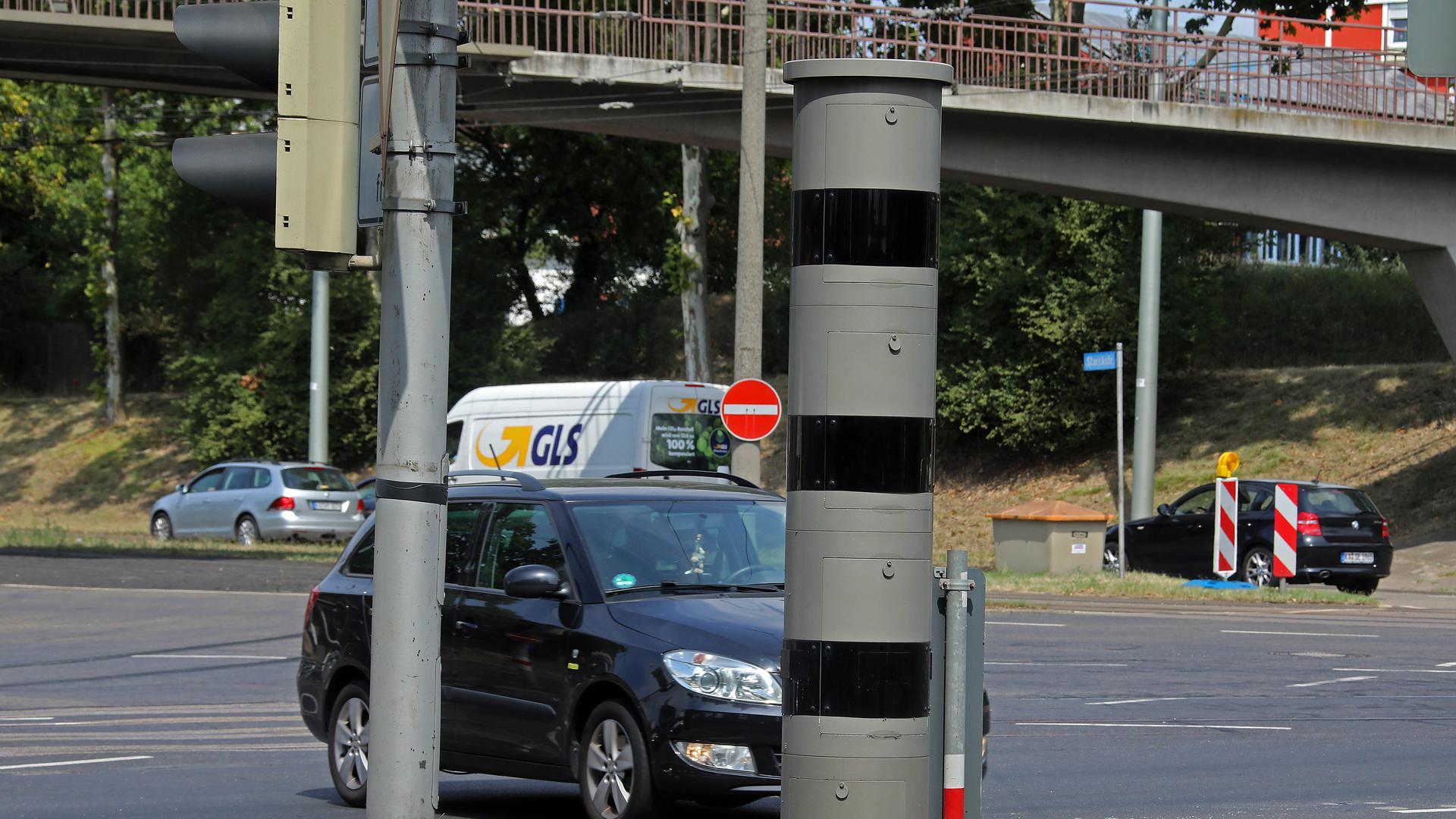 Die Radarfalle an der Ecke Starckstraße / Honsellstraße.