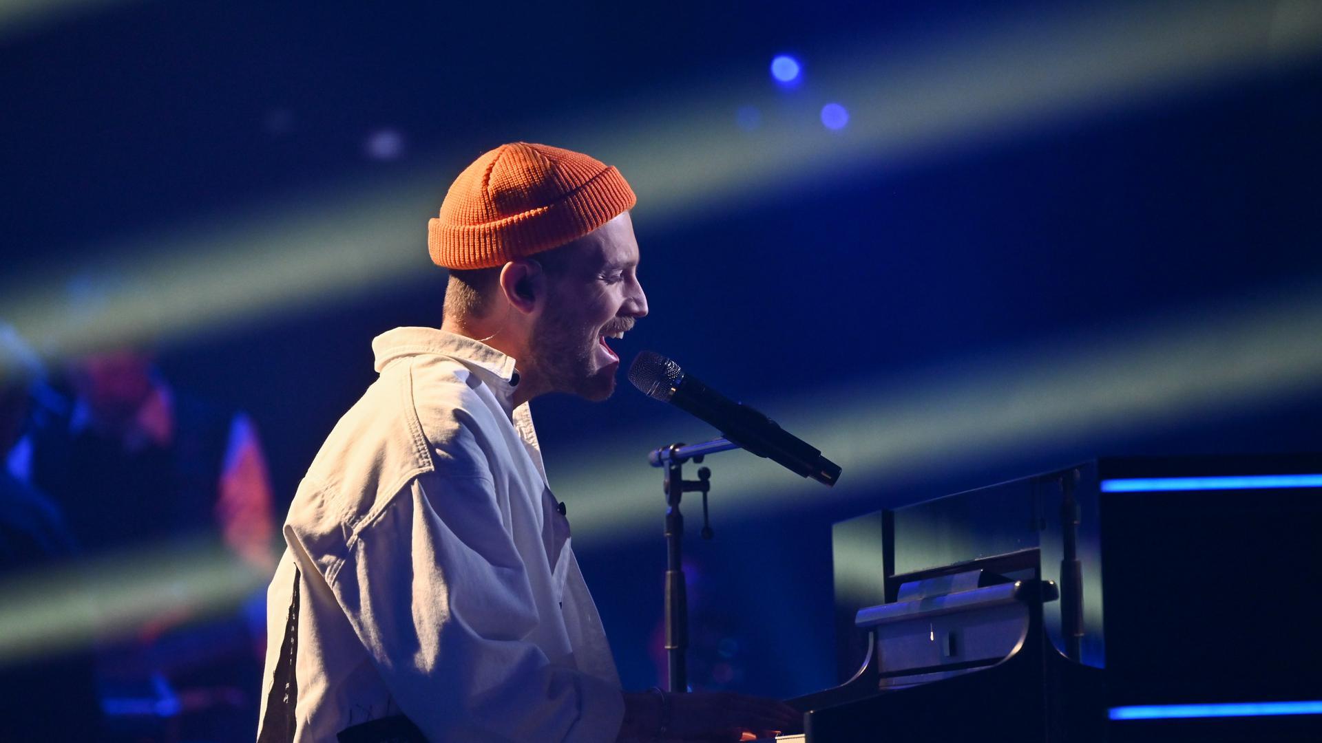 """Alessandro Pola bei seinem Auftritt im Halbfinale von  """"The Voice of Germany""""."""