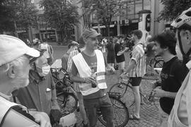 """Er war """"KA-Radler"""": Thomas Gentner (Mitte) begleitete die Verkehrspolitik in Karlsruhe on- und offline."""