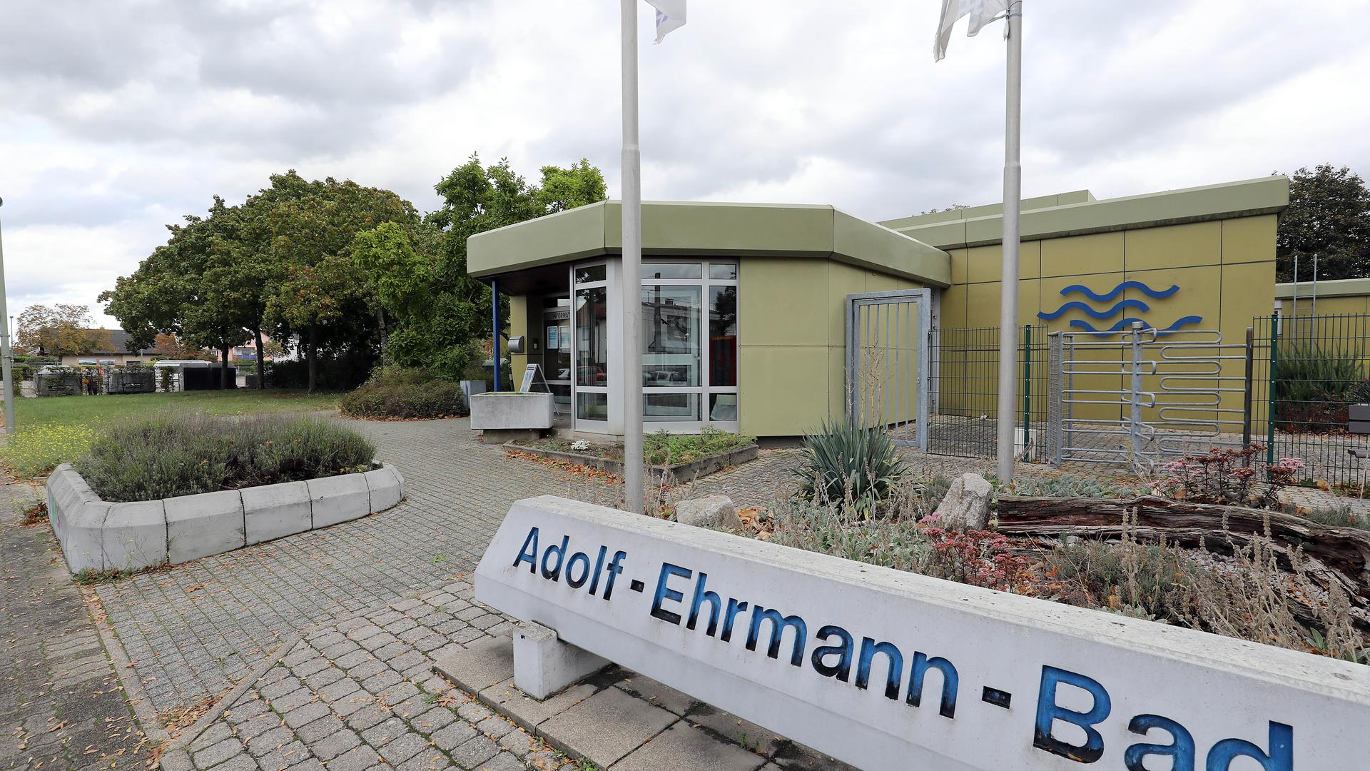 © Jodo-Foto /  Joerg  Donecker// 7.10.2020 Adolf-Ehrmann-Bad in Neureut,                      -Copyright - Jodo-Foto /  Joerg  Donecker Sonnenbergstr.4  D-76228 KARLSRUHE TEL:  0049 (0) 721-9473285 FAX:  0049 (0) 721 4903368  Mobil: 0049 (0) 172 7238737 E-Mail:  joerg.donecker@t-online.de Sparkasse Karlsruhe  IBAN: DE12 6605 0101 0010 0395 50, BIC: KARSDE66XX Steuernummer 34140/28360 Veroeffentlichung nur gegen Honorar nach MFM zzgl. ges. Mwst.  , Belegexemplar und Namensnennung. Es gelten meine AGB.