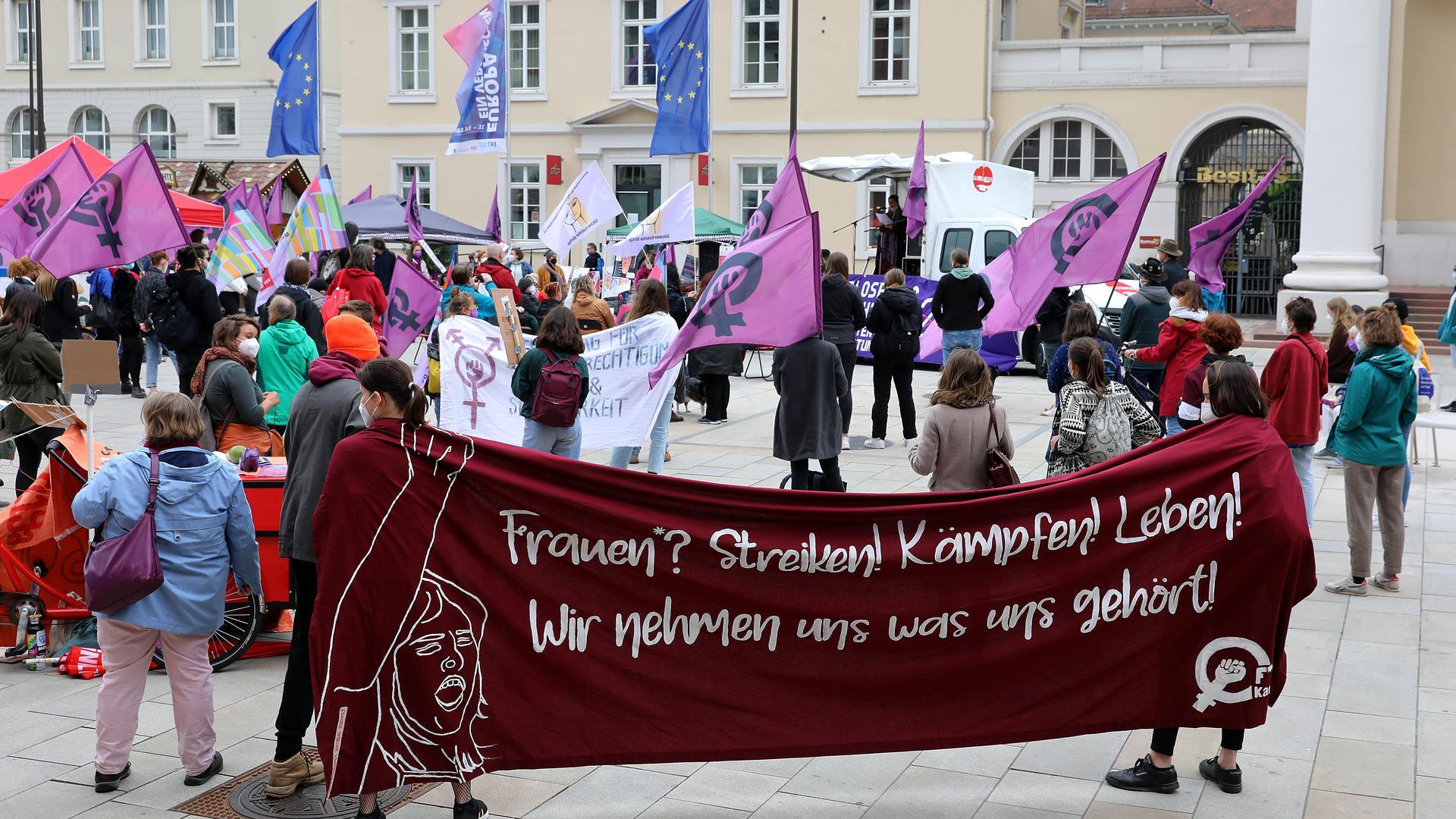 © Jodo-Foto /  Joerg  Donecker//  15.05.2021  Aktionstag auf dem Maktplatz: 150 Jahre ¤ 218,            -Copyright - Jodo-Foto /  Joerg  Donecker Sonnenbergstr.4  D-76228 KARLSRUHE TEL:  0049 (0) 721-9473285 FAX:  0049 (0) 721 4903368  Mobil: 0049 (0) 172 7238737 E-Mail:  joerg.donecker@t-online.de Sparkasse Karlsruhe  IBAN: DE12 6605 0101 0010 0395 50, BIC: KARSDE66XX Steuernummer 34140/28360 Veroeffentlichung nur gegen Honorar nach MFM zzgl. ges. Mwst.  , Belegexemplar und Namensnennung. Es gelten meine AGB.