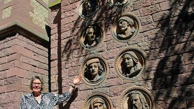 Die Terrakotta-Reliefs im Botanischen Garten begleiten BNN-Leserin Ingrid Albicker-Omidi schon seit Jahrzehnten.