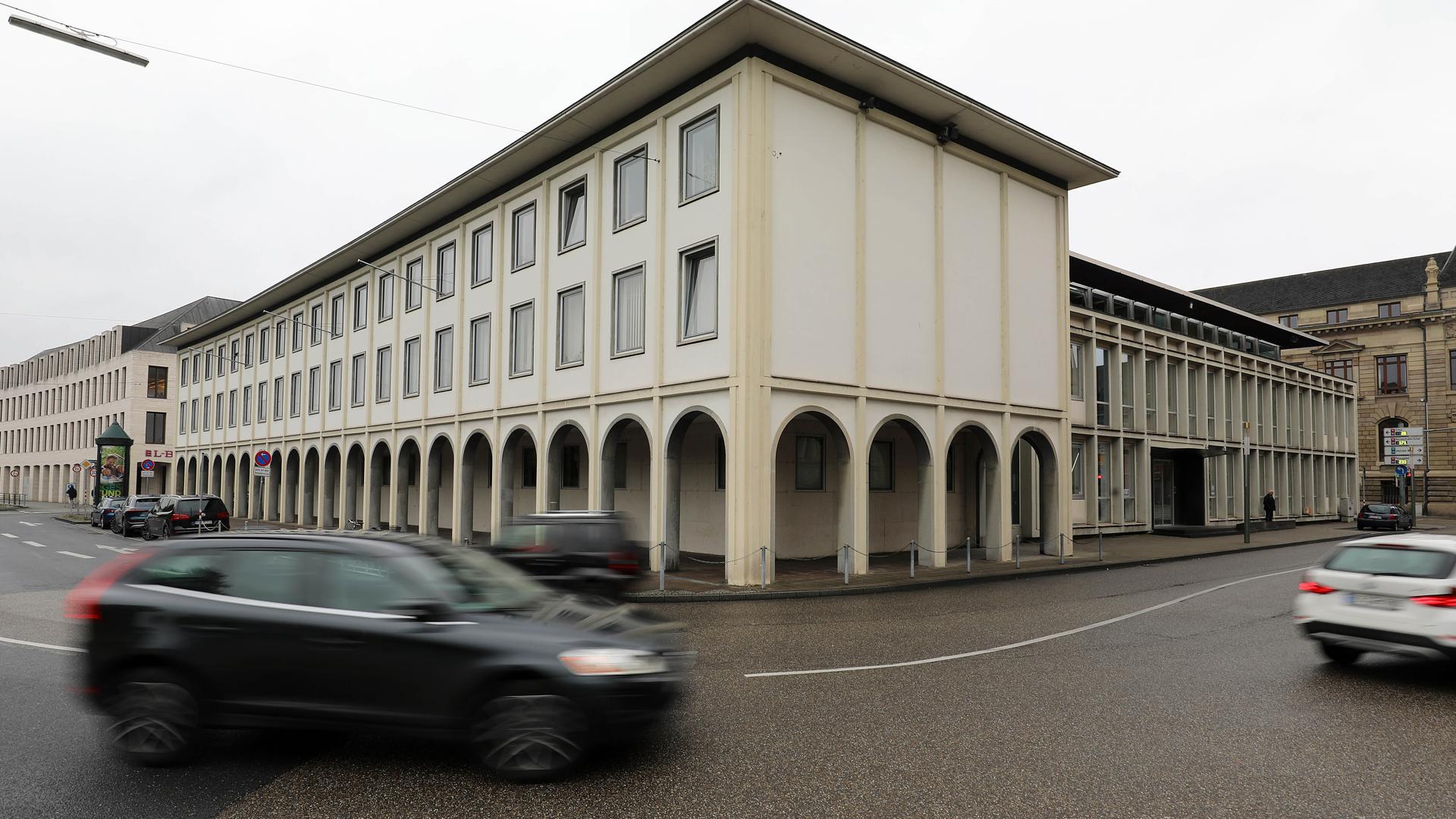 Bewährungsstrafe: Das Amtsgericht Karlsruhe hat einen einstigen DSDS-Teilnehmer wegen des Versuchs der räuberischen Erpressung verurteilt.