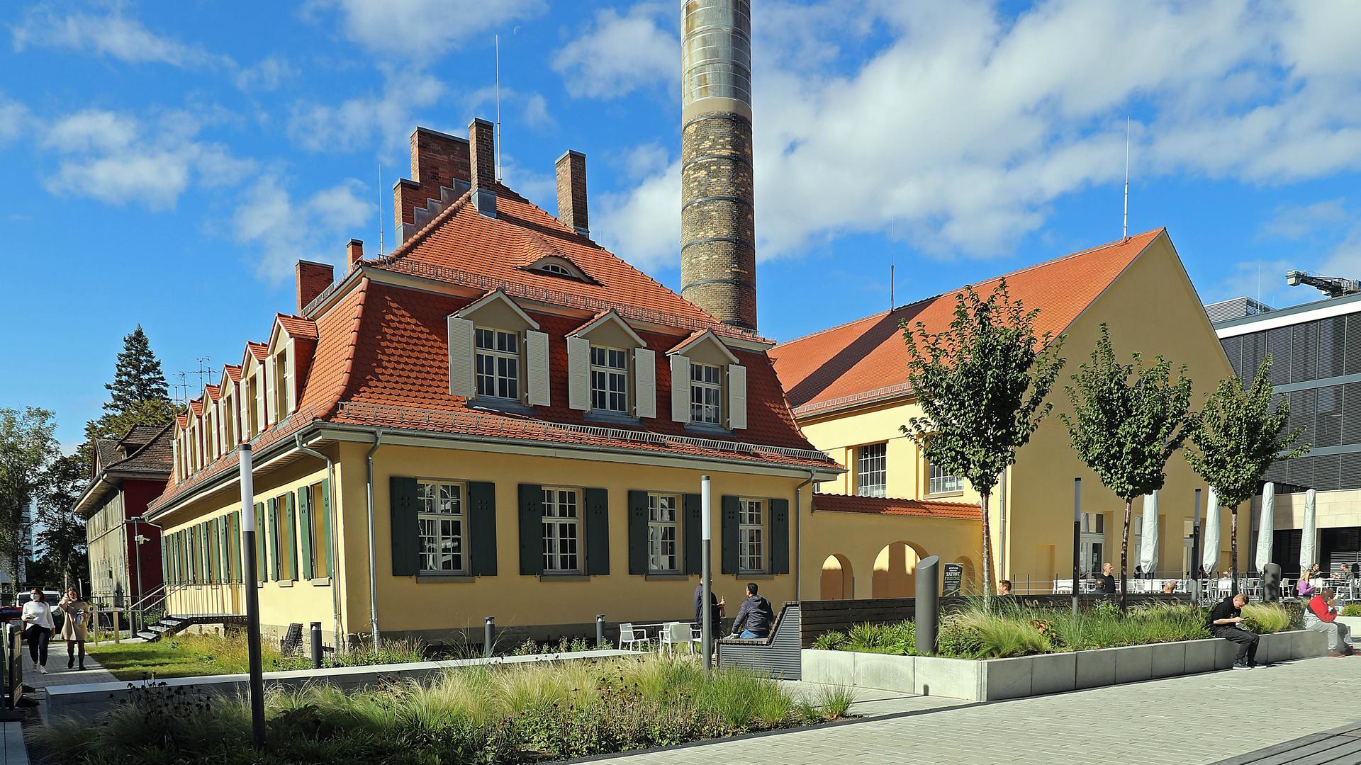 © Jodo-Foto /  Joerg  Donecker//  29.09.2021 Denkmalgeschuetze Haueser beim Hauptbahnhof / Dommermuth-Neubauten,                                                             -Copyright - Jodo-Foto /  Joerg  Donecker Sonnenbergstr.4 D-76228 KARLSRUHE TEL:  0049 (0) 721-9473285FAX:  0049 (0) 721 4903368 Mobil: 0049 (0) 172 7238737E-Mail:  joerg.donecker@t-online.deSparkasse Karlsruhe  IBAN: DE12 6605 0101 0010 0395 50, BIC: KARSDE66XXSteuernummer 34140/28360Veroeffentlichung nur gegen Honorar nach MFMzzgl. ges. Mwst.  , Belegexemplarund Namensnennung. Es gelten meine AGB.