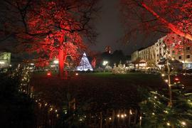 Budenstadt auf Abstand: Auf dem Friedrichsplatz sowie auf weiteren Plätzen in der City bieten Schausteller ihre Waren an.